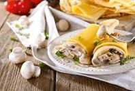 grzybowo serowe naleśniki z kremowymi serkami Hochland z borowikami