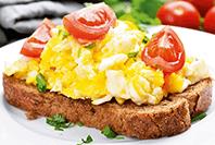 kremowo ziołowa jajecznica z kremowymi serkami hochland z ziołami