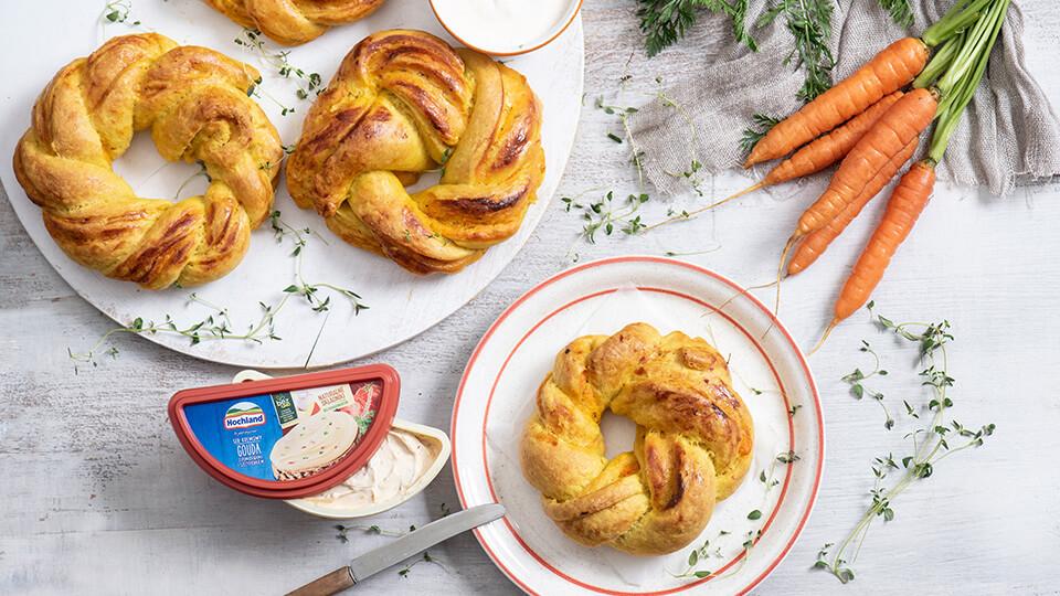 Wieńce marchewkowe z serem kremowym gouda z pomidorami i szczypiorkiem