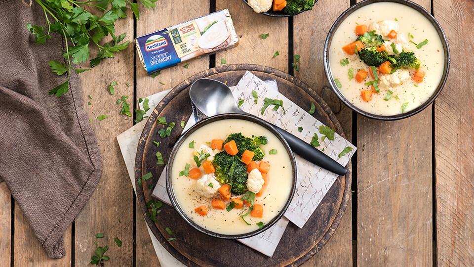 Krem z białych warzyw z blanszowanymi warzywami